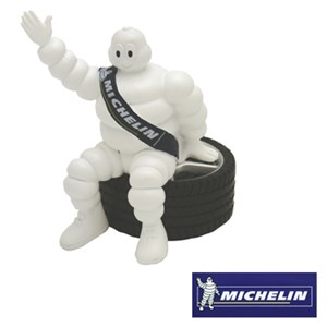 Michelingubbe, Universal